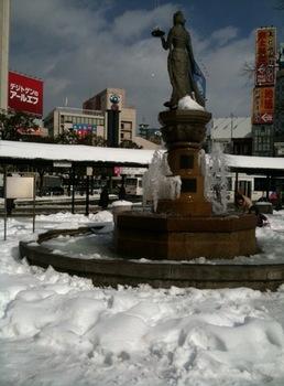 雪の長野駅